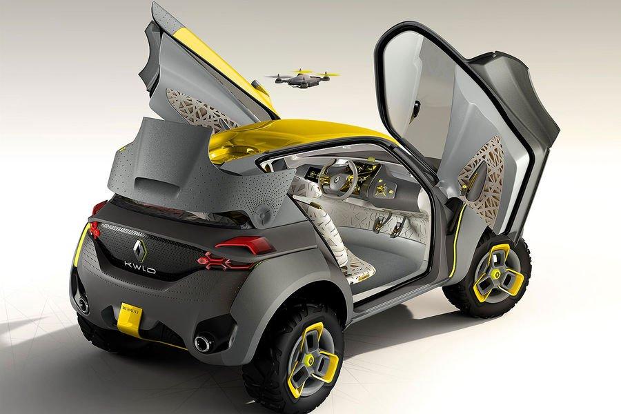 Die Design-Studie KWID von Renault hat nicht nur ungewöhnlich zu öffnende Türen. Im Dach ist eine Drohne versteckt, die zum Beispiel die Staulage aufnimmt und an den Fahrer weiterleitet.