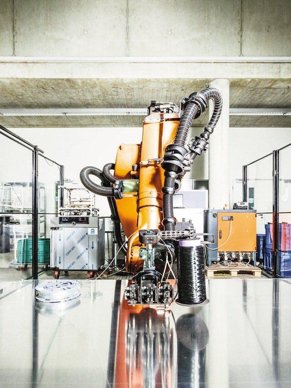 Produktionsanlagen stimmen ihre Arbeitsschritte miteinander ab und tauschen Informationen aus. Diese Daten müssen vor dem unberechtigtem Zugriff geschützt sein.