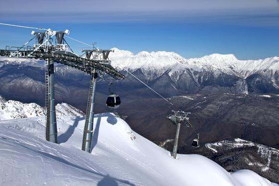 Doppelmayr hat die olympischen Skigebiete in Rosa Khutor durch eine Dreiseilbahn erschlossen, die so stabil ist, dass sie in Notfällen sogar Autos transportieren kann. Dadurch wurde eine weitere Straßenerschließung des Gebietes vermieden, die rund eine Milliarde Euro gekostet hätte.