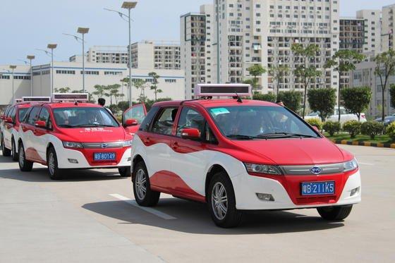 BYD-Elektrotaxi in Shenzhen: Jetzt liefert der chinesische Hersteller BYD auch die ersten Elektrotaxis in London aus. Bis 2018 soll der öffentliche Verkehr in London emissionsfrei laufen.