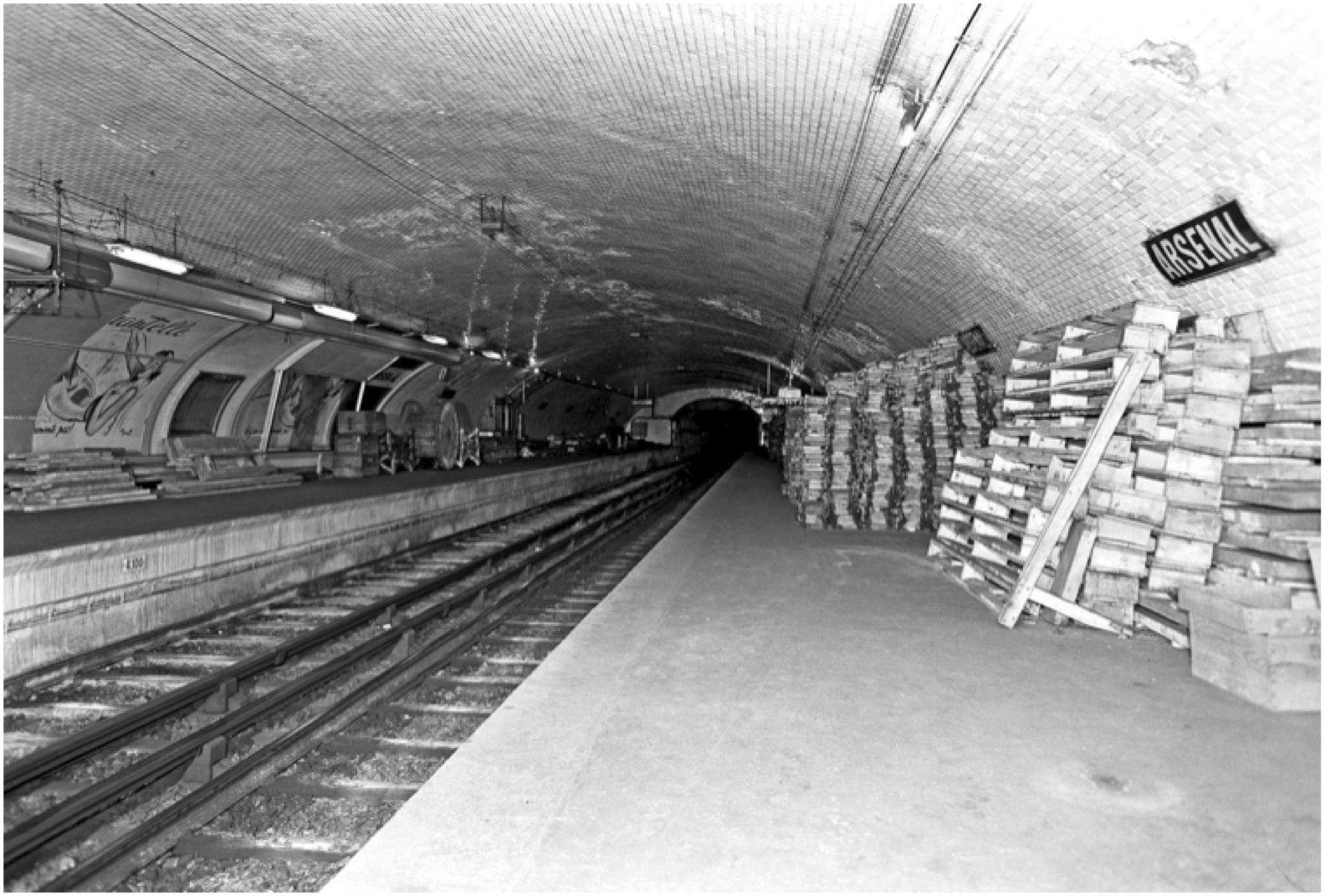 Der Pariser Bahnhof Arsenal dient heute als Lager. Er wurde 1906 in Betrieb genommen und 1939 geschlossen. Am Beispiel dieser Station haben zwei Pariser Architekten durchgespielt, was man aus einer stillgelegten Station machen kann.