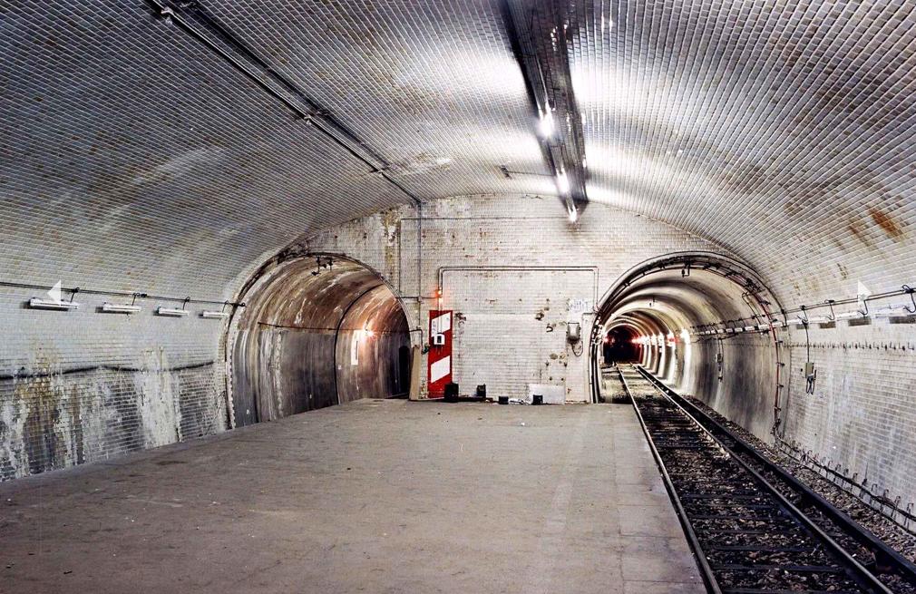 Der Pariser Bahnhof Porte Molitor wurde 1923 erbaut. Die letzte Lokomotive fuhr schon 1934.