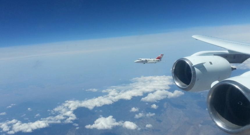 Das Flugzeug DC-8 fliegt bei den Experimenten in neun bis zwölf Kilometern Höhe. Das entspricht der Flughöhe der meisten Passagiermaschinen.
