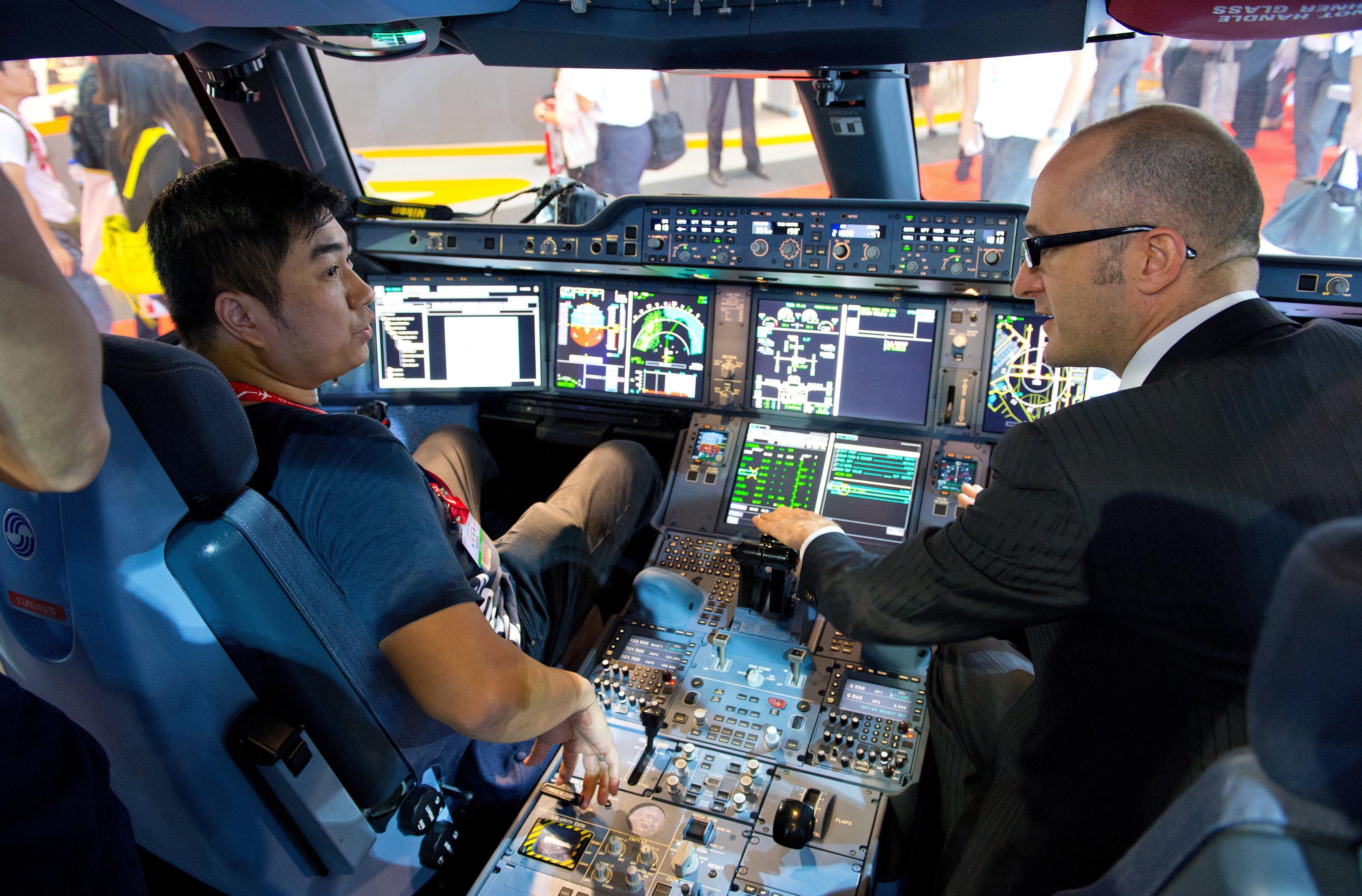 Das Interesse der Menschen auf der Singapur Air Show ist groß: Obwohl die Luftfahrtschau erst zum vierten Mal stattfindet, ist sie schon die größte Luftfahrtmesse Asiens.