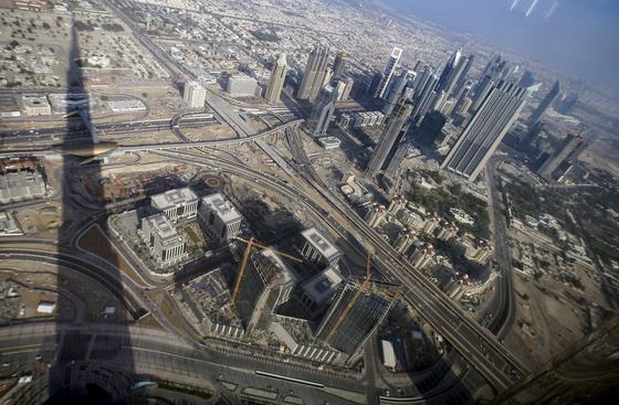 Dubai von oben: Scheich Mohammed bin Rashid al-Maktoum, Premierminister der Vereinigten Arabischen Emirate, wünscht sich Drohnen als fliegende Postboten. Am 12. Februar hat er einen Wettbewerb gestartet, um die passende Technik zu finden.