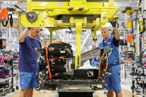 Produktion des i3 im BMW-Werk in Leipzig: Künftig müssen BMW-Mitarbeiter nach Feierabend nicht mehr für Kommunikation per E-Mail und Mobiltelefon erreichbar sein. Das sieht eine Vertriebsvereinbarung vor.