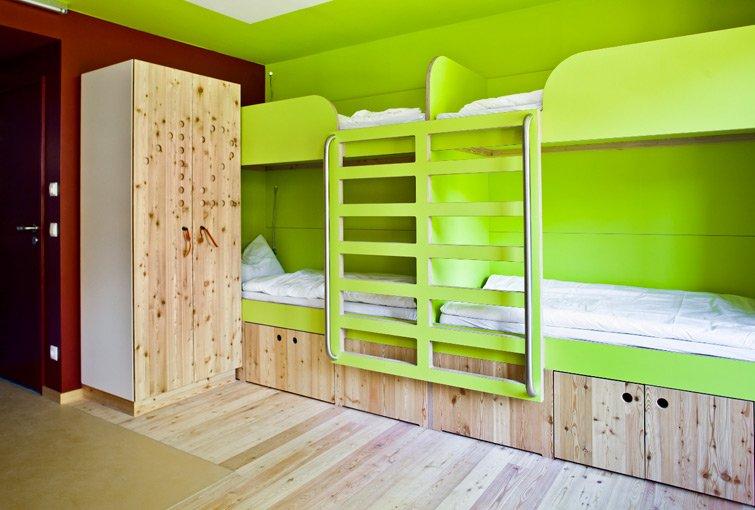 Die Zimmer in der Jugendherberge Berchtesgaden vermitteln eine frisches und modernes Design.