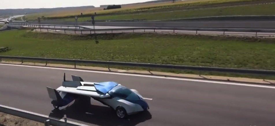 Elegant und sportlich kommt das Aeromobil auf der Straße daher.