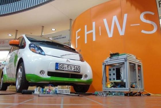 Das Technologie-Transfer-Zentrum für Elektromobilität der Hochschule entwickelt bidirektionales Ladegerät für Elektroautos.