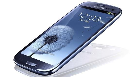 Bis zum 24. Februar 2014 bleibt das Galaxy S3 Flagschiff im Hause Samsung. Danach kommt das neue S5 mit Quad-HD-Auflösung und bis zu 128 GByte Flashspeicher. Der Fingerabdrucksensor ist wie beim neuen iPhone in den Home-Button integriert.