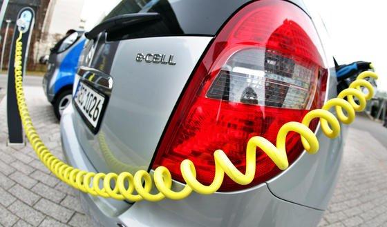 Besitzer der Elektroautos müssen bislang relativ lang an den Ladestationen ausharren. Das könnte sich mit dem Ryden-Kohle-Akku ändern: Laut Power Japan Plus lässt er sich zwanzigfach schneller aufladen als ein herkömmlicher Lithium-Ionen-Akku.
