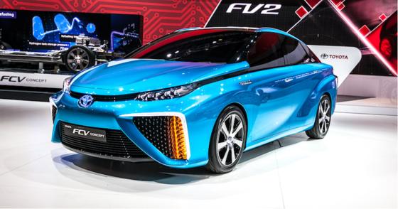 Auf der Elektronikmesse CES in Las Vegas präsentierte Toyota im Januar den FCV Concept mit Brennstoffzelle. Das Auto soll bereits 2015 auf den deutschen Markt kommen.