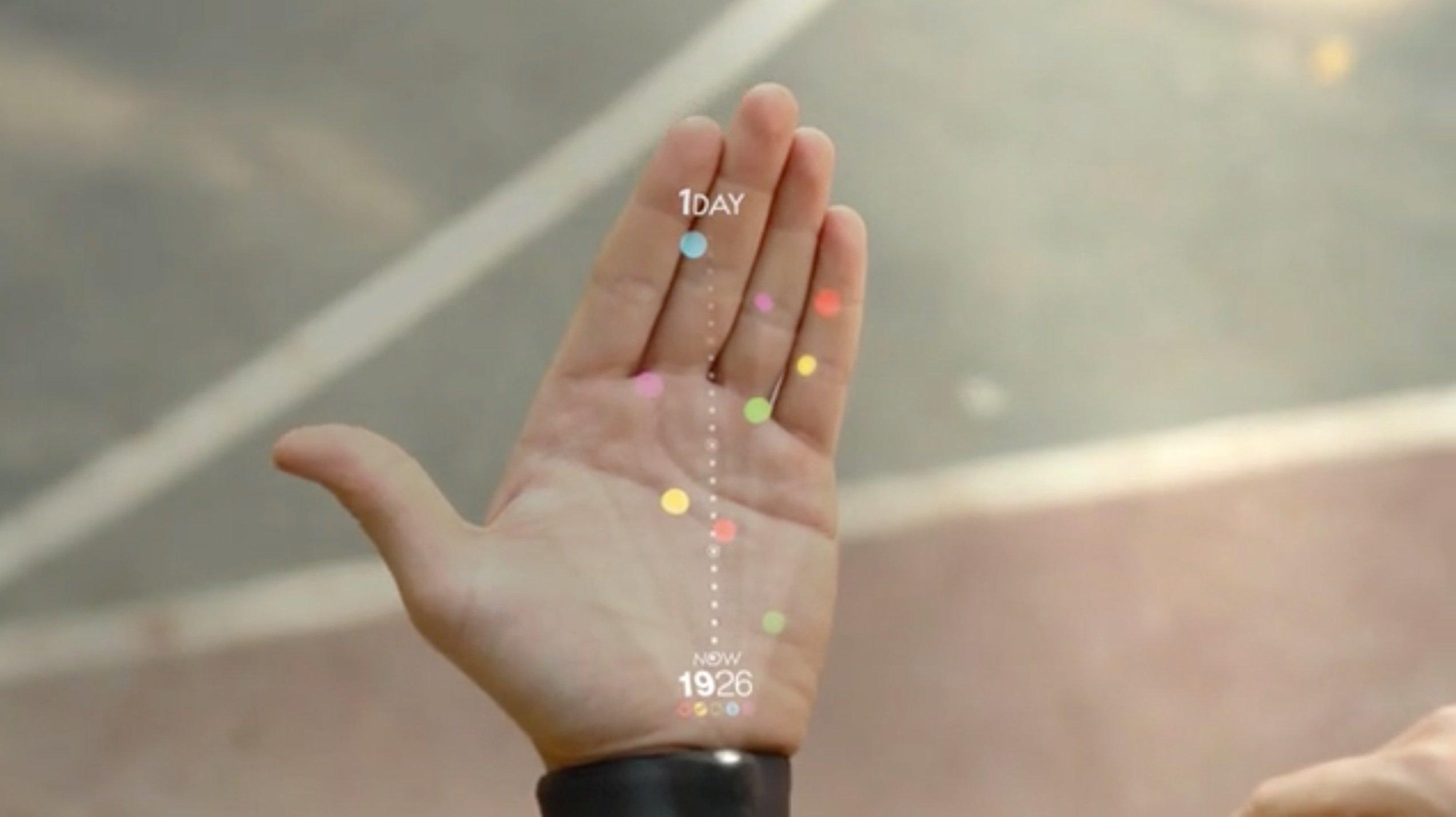 Mittels einer Smartwatch können die nächsten Ereignisse auf die Handfläche projiziert werden.