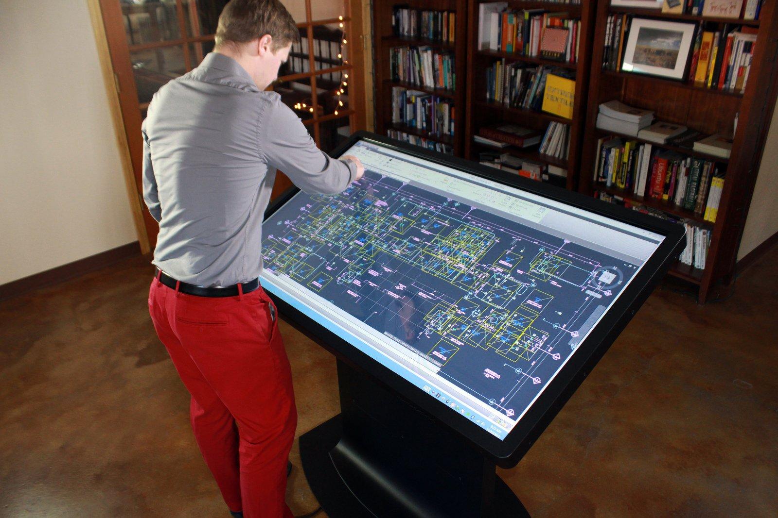 Die neuen Computer-Tische können auch beruflich genutzt werden.
