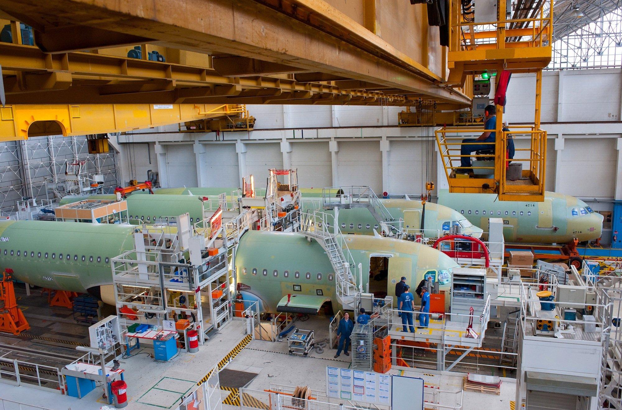 Produktion des Airbus A320 in Toulouse: Der Flugzeugbauer will die Effizienz zur Herstellung des A320 um zehn Prozent verbessern.