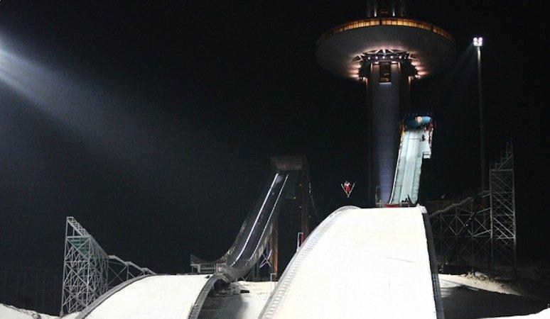 Viele Wettkampfstätten existieren bereits, auch die Skisprunganlage im Skigebiet von Pyeonchang auf 1000 Höhenmetern. 26.000 Zuschauer können hier 2018 den Skispringern zujubeln.