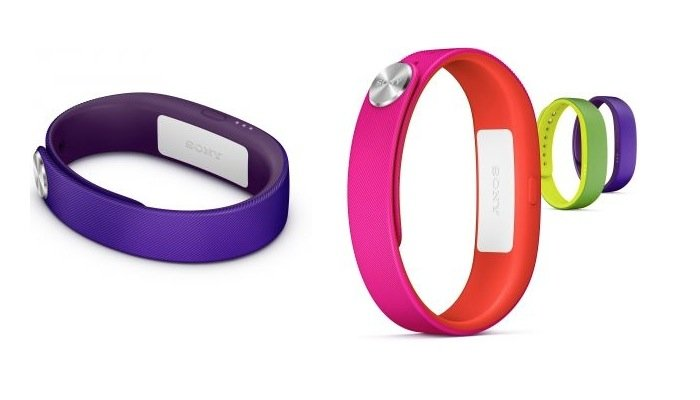 Sonys SmartBand bietet die gleichen Funktionen wie ein Smartwatch – durch Vibration informiert es uns über eingehende Anrufe und Nachrichten, erhaltene Emails etc.