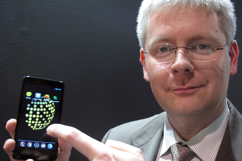 Blackphone-Geschäftsführer Toby Weir-Jones präsentiert am Montag auf dem Mobile World Congress in Barcelona ein neues Blackphone.