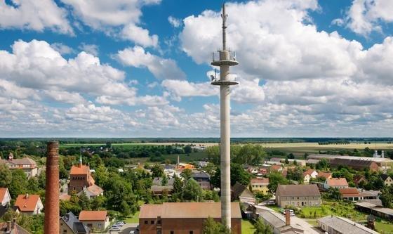 LTE-Sendemast in Kyritz/Brandenburg: Die Deutsche Telekom will den Mobilfunkstandard LTE (Long Term Evolution)noch in diesem Jahr in elf weiteren Ländern einführen. Damit lassen sich Downloadraten von bis zu300 Megabitpro Sekunde erreichen.