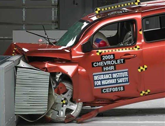 Chevrolet HHR im Crashtest: Bei dem auch in Deutschland verkauften Auto kann sich plötzlich der Motor während der Fahrt abschalten. Dadurch ist es bereits zu schweren Unfällen gekommen.