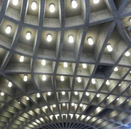 Ausschnitt der beleuchteten Decke des Zoologischen Hörsaals.