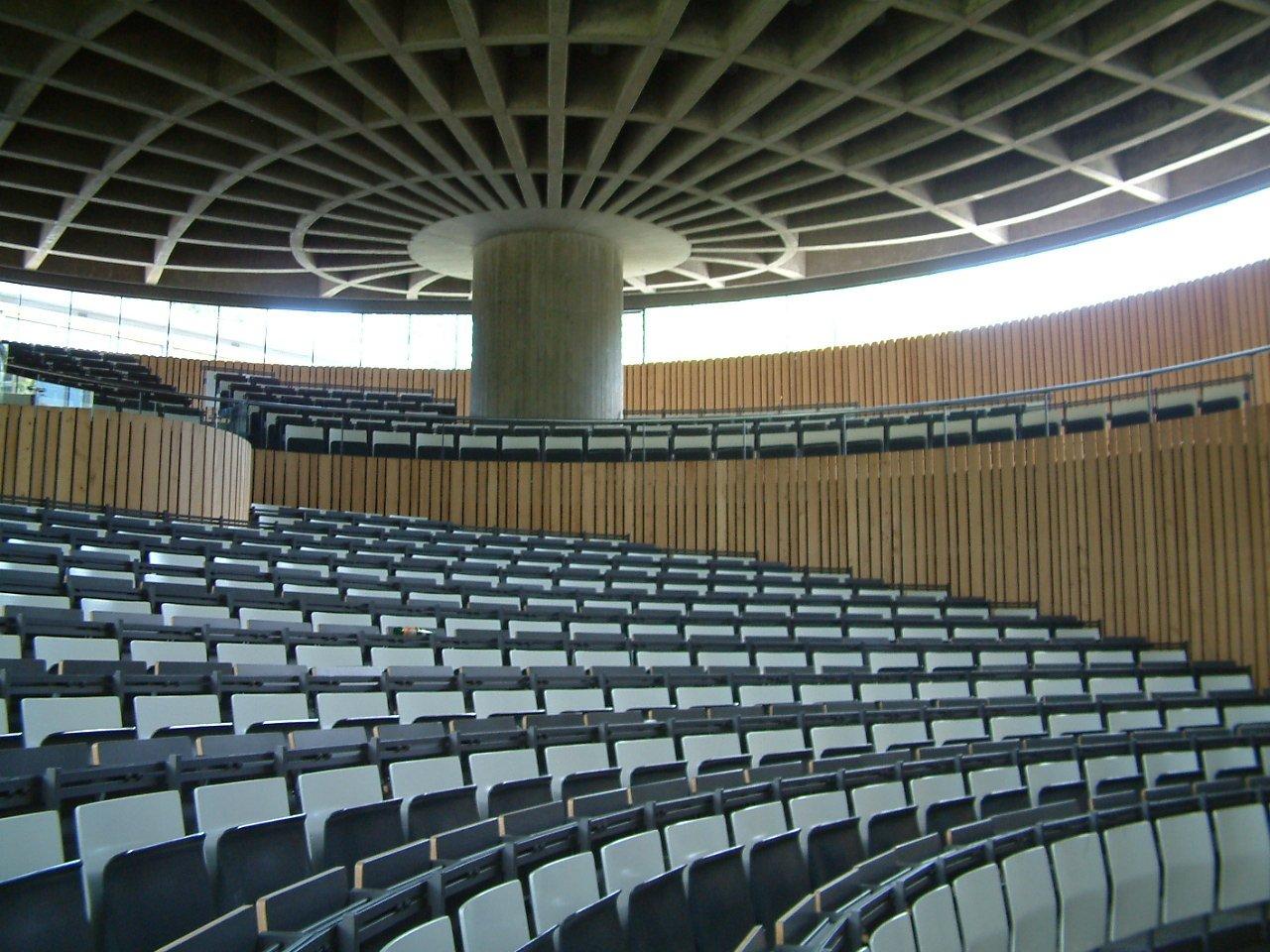Aktuelle Ansicht der Deckenkonstruktion im Zoologischen Hörsaal der Uni Freiburg: Die Decke ist genauso stabil wie moderne Decken, ergab eine aktuelle Prüfung.