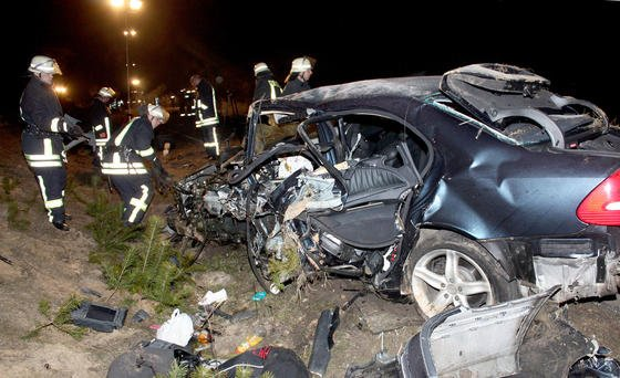 Bei Autounfällen soll künftig das System eCall automatisch Hilfe rufen. Das EU-Parlament hat die Einführung für 2015 beschlossen. Dann müssen alle Neuwagen in der EU mit eCall ausgestattet sein.
