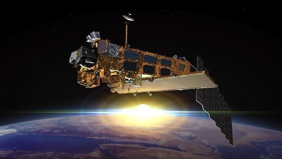 Vor knapp zwei Jahren riss der Funkkontakt zu Envisat ab. Seitdem fliegt der Satellit durch den Orbit und nähert sich großen Trümmerstücken Weltraumschrott regelmäßig auf 200 Meter. Forscher befürchten einen Kettenreaktion an Kollisionen.
