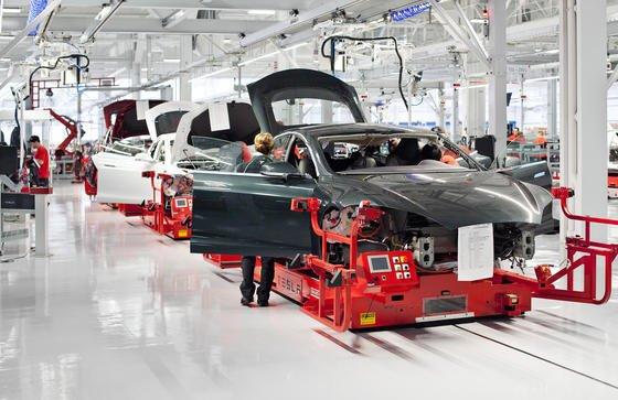 Tesla will eine riesige Akku-Fabrik in den USA bauen, um seine Elektroautos mit günstigeren Batterie aus eigener Produktion ausstatten zu können.