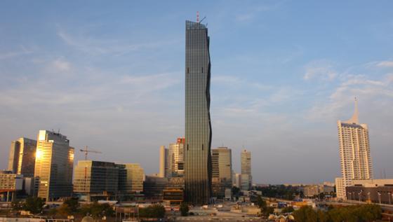 Entworfen hat den DC Tower der französische Stararchitekt Dominique Perrault. Insgesamt sind rund 300 Millionen Euro in das Projekt geflossen. Rund die Hälfte der Fläche ist vermietet.