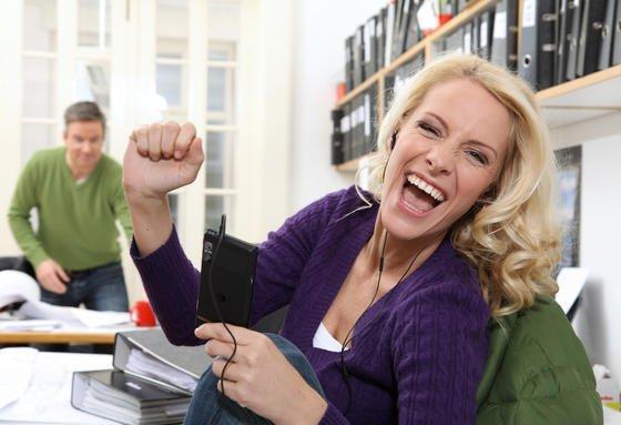 72 Prozent aller Frauen im erwerbsfähigen Alter gehen einer Berufstätigkeit nach. Damit hat sich die Lage der Frauen auf dem Arbeitsmarkt weiter verbessert, so das Ergebnis einer PwC-Studie.