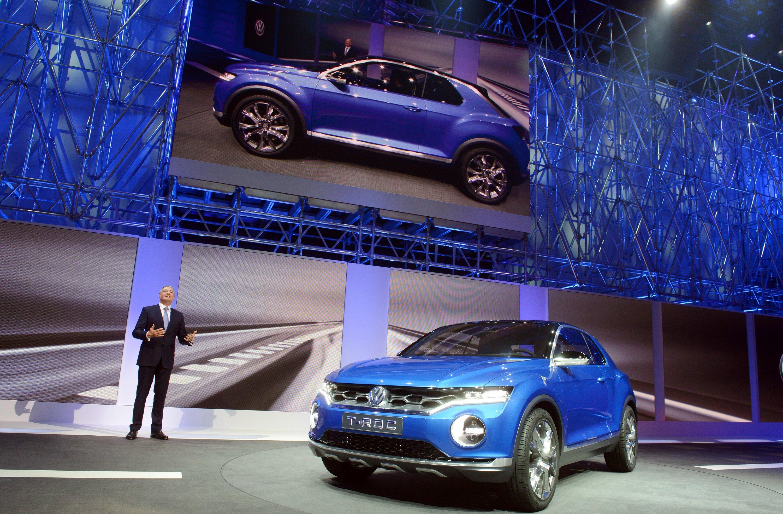 Volkswagen präsentiert auf dem Genfer Autosalon 2014 eine SUV-Studie im Golf-Format: den T-ROC. Er erreicht mit einer Siebengang-DSG eine Höchstgeschwindigkeit von 210 km/h.