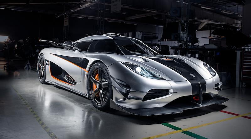 Eine Wonne für Hochgeschwindigkeit-Fans: Der One:1 von Koenigsegg beschleunigt in 20 Sekunden auf 400 km/h. Ein aktives Luft-Leitwerk sorgt für Bodenhaftung.