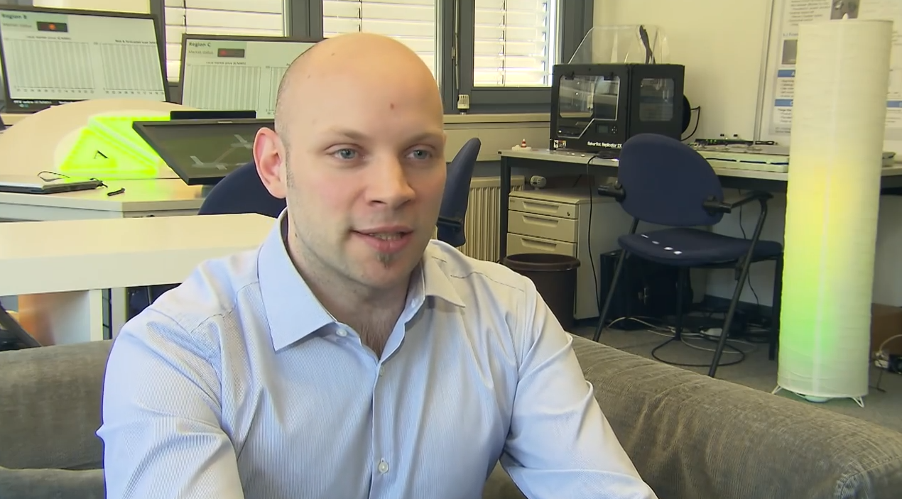 KIT-Forscher Matthias Budde: Er hofft, dass künftig Tausende von Menschen die Feinstaubbelastung in ihrer Umgebung messen und dadurch Karten der Belastung in Echtzeit möglich werden.