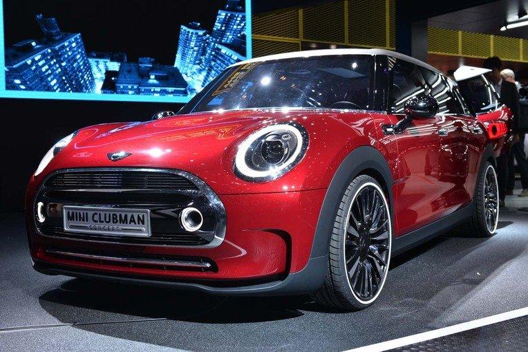 Der Mini wird immer länger: Der neue Mini Clubman Concept ist 26 Zentimeter länger als die aktuelle Version und verfügt über vollwertige Türen für hintere Beifahrer. Die Zeit der winzigen Clubdoor gehört somit der Vergangenheit an.