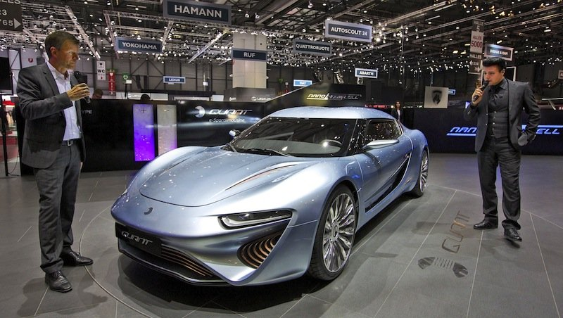 Das Start-up Nanoflowcell aus Liechtenstein präsentiert auf dem Genfer Autosalon den Prototypen des Quant e. Er nutzt eine Flusszellenbatterie, die Energie für vier Elektromotoren bereitstellt.