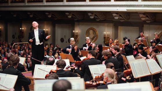 Zu den Gewinnern des Praxistests zählt der Konzertsaal des Berliner Konzerthauses. Durch seine rechteckige Bauform klingen dynamische Passagen des Orchesters besonders beeindruckend.