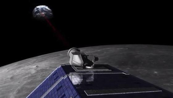 Die NASA-Sonde Ladee hat jetzt Laserstrahlen zur Erde geschossen. Die Erdatmosphäre stört das Signal weniger als bislang angenommen, fanden die Forscher des DLR heraus. Somit rückt die Datenübertragung per Laser ein Stück näher.