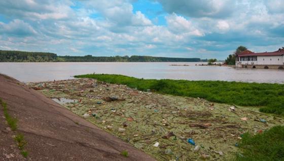 Jeden Tag transportiert die Donau 4,2 Tonne Plastikmüll ins Schwarze Meer. 79 Prozent sind industrielles Rohmaterial, 21 Prozent Plastikmüll von Spaziergängern.