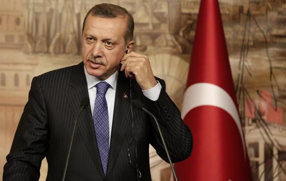 Der türkische Ministerpräsident Recep Tayyip Erdogan hat angedroht, Internetportale wie Facebook und Youtube in der Türkei zu sperren.