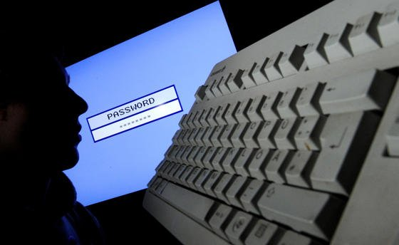 Cyber-Kriminalität boomt. Davor warnt BSI-PräsidentMichael Hange. Eine Meldepflicht für geschädigte Unternehmen ist umstritten. Firmen fürchten doppelten Schaden dadurch.