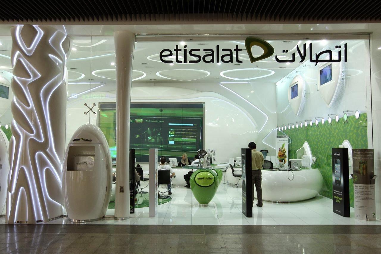 Telefongeschäft von Etisalat in Dubai: Die Mobilfunkgesellschaft hat die Handynummer050/7777777 für umgerechnet 1,5 Millionen Euro an einen anonymen Geschäftsmann versteigert. Fragt sich nur, was der Mann mit der weltbekannten Telefonnummer nun anstellen will.