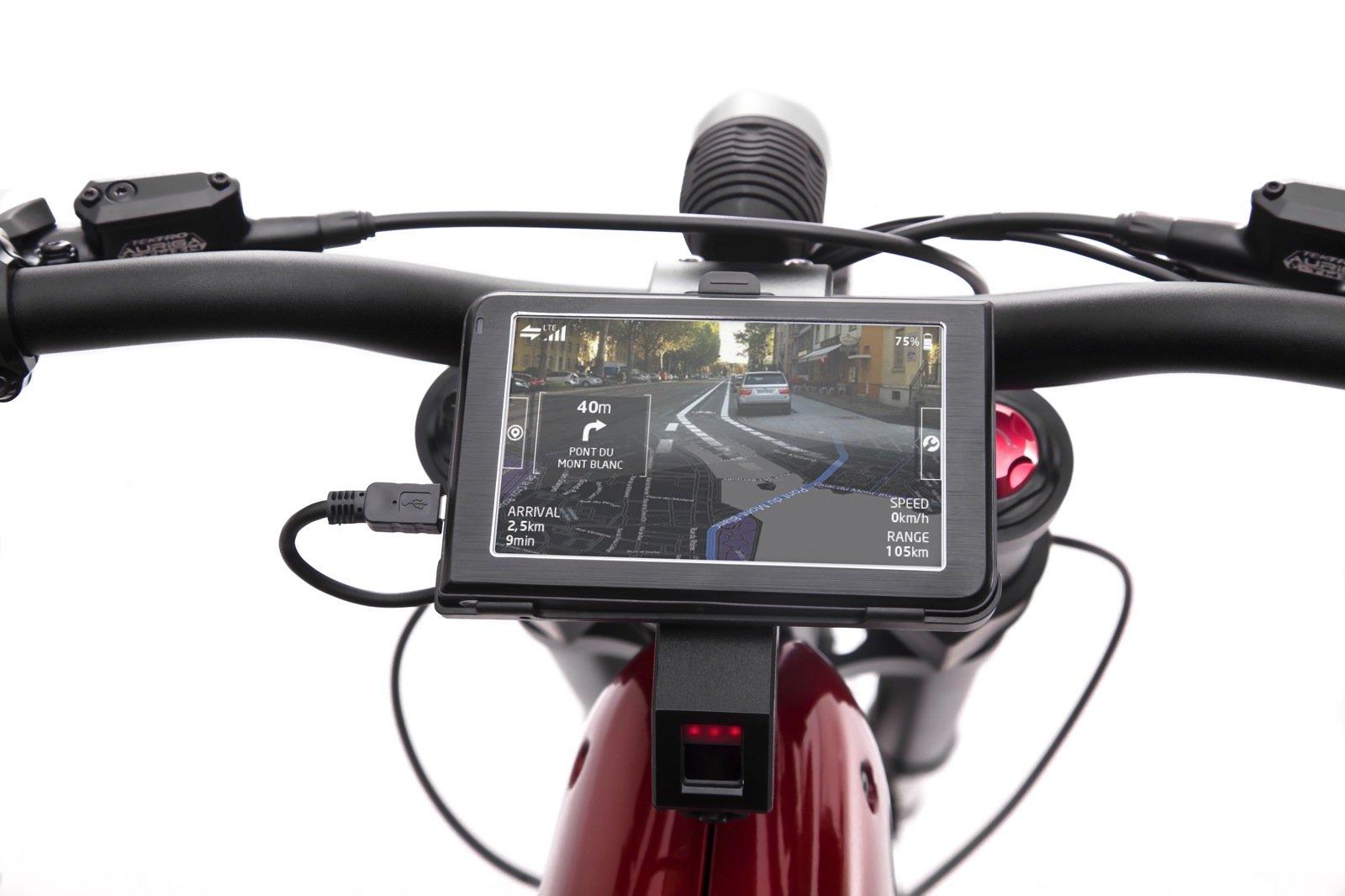Über das fünf Zoll große Touchpad am Lenker geht der Fahrer des eBIQUE in die hauseigene Cloud von Qoros. Von dort wird er mit intelligenter Navigation versorgt, kann seine Routen planen, Bordinfos abrufen oder Soziale Netzwerke ansteuern.