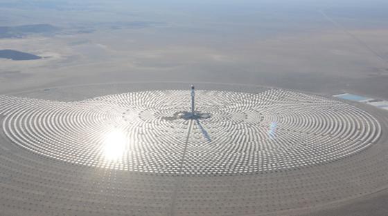 Die Solarturmanlage Crescent Dunes in Nevada soll noch dieses Jahr in Betrieb gehen und eine Leistung von 110 Megawatt erreichen. Eine Kilowattstunde soll weniger als 15 Cent kosten.