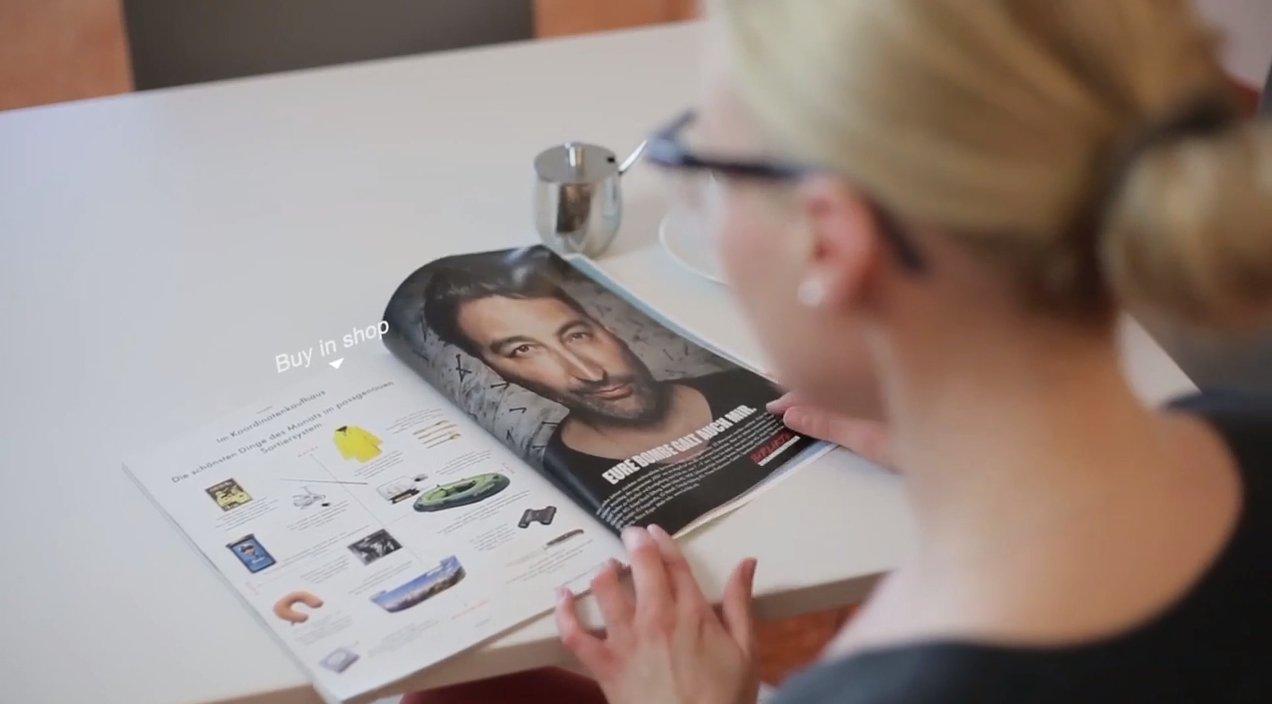 Zeitungslektüre mit einer Datenbrille: In Zukunft ist denkbar, dass Datenbrille ein interaktives Lesen einer Zeitung ermöglichen.