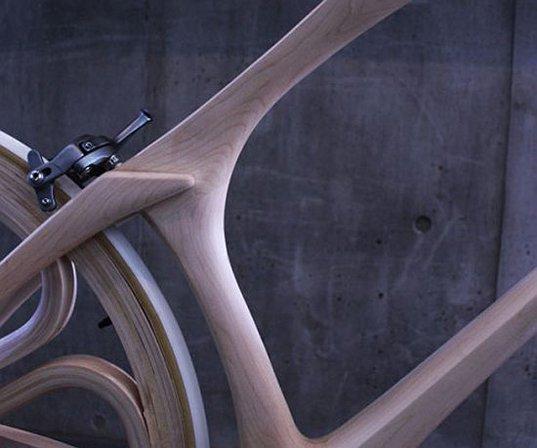 Detail des Holzrades des japanischen StudentenYojiro Oshima.