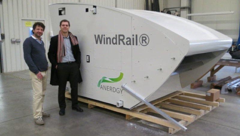 Der erste WindRail-Prototyp. Seit Mitte Dezember ist er auf einem Gebäude inMarthalen in der Schweiz installiert und wird getestet.