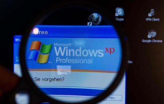 Nur wenige Handgriffe sind nötig und die Updateserver bei Microsoft denken, man betreibe POSReady – eine Variante des Betriebssystems, die vor allem in Geldautomaten und Kassen zum Einsatz kommt. Der Trick funktioniert allerdings nur bei der 32-Bit-Version von XP.