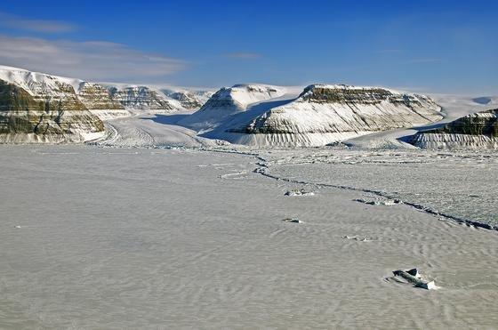 Die Gletscher im Nordosten Grönlands galten bislang als noch stabil. Jetzt haben Forscher herausgefunden, dass auch in dieser Region die Eisschmelze dramatisch ist.
