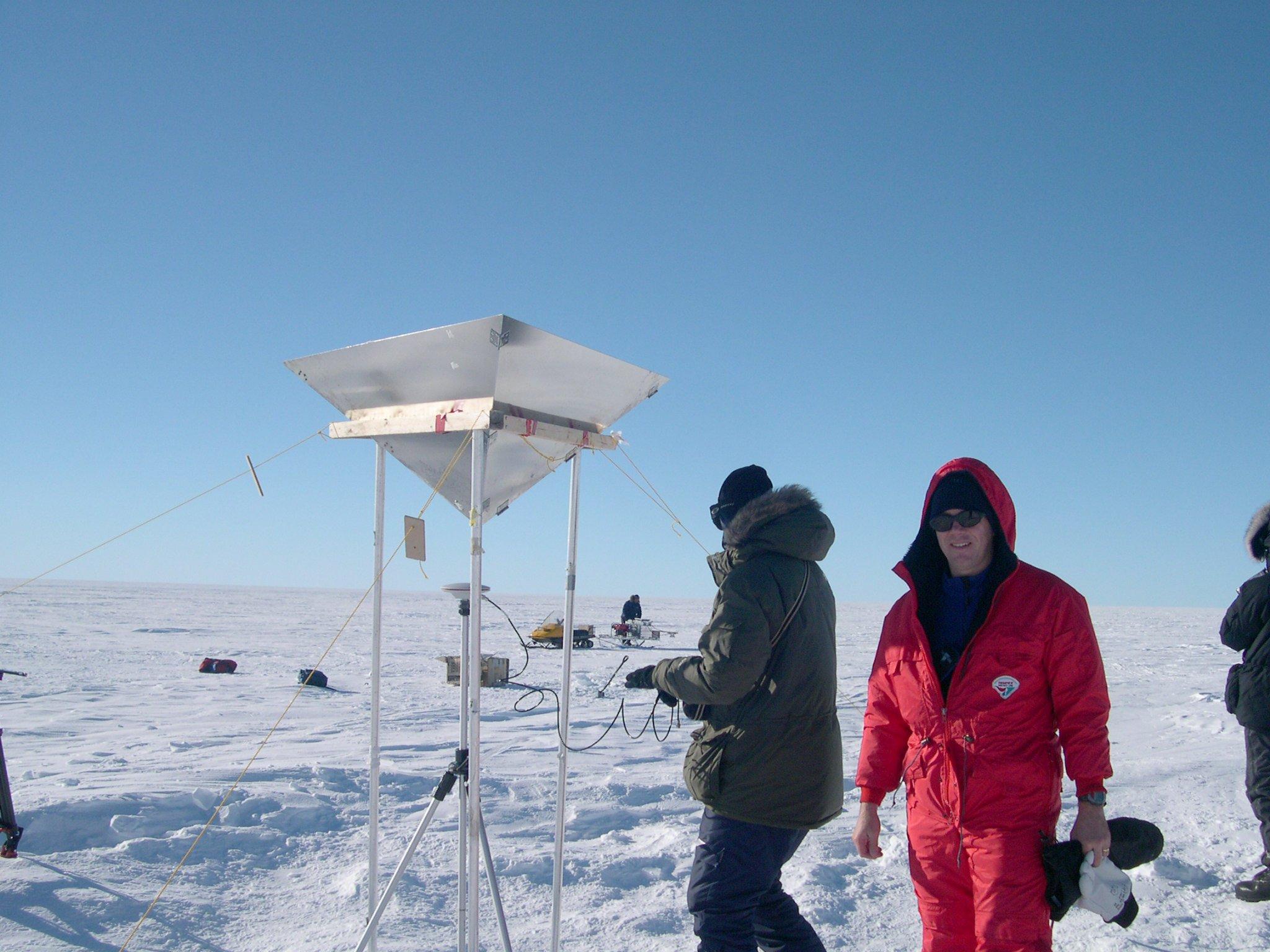 Forscher messen die Eisschmelze auf Grönland: Das Schmelzen der Gletscher auf Grönland wird den Anstieg des Meeresspiegels noch beschleunigen.
